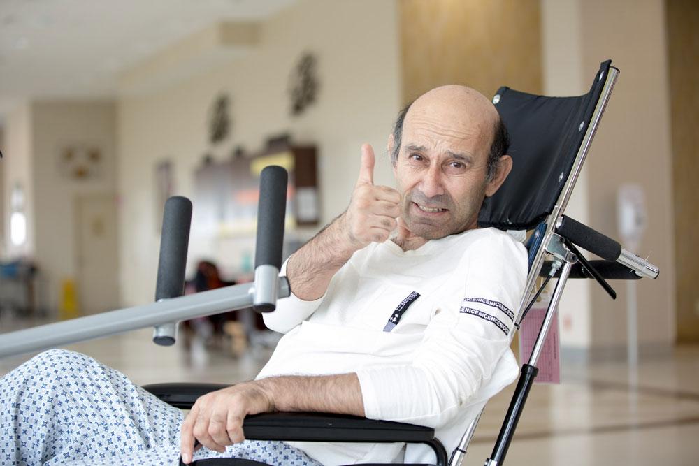 Jamshid Mirzaev thumbs up portrait on wheel chair