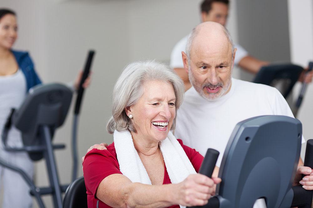 Elderly woman doing cardio as a part of cardiopulmonary rehabilitation